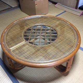 藤製のガラス丸テーブルお譲りします