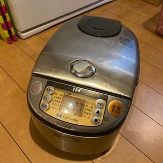 炊飯器5合焚きです。