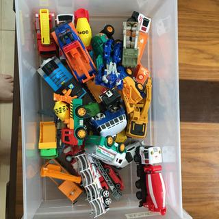 箱の中のおもちゃ全部