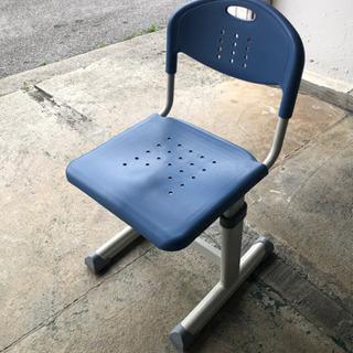 がっしり安定の金属椅子 12脚