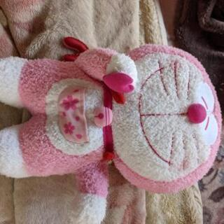 ピンクのドラえもんぬいぐるみ 新品