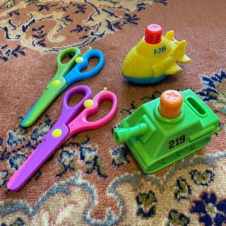 幼児向け 水鉄砲とハサミ