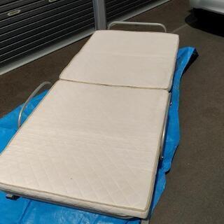 折りたたみ式ベッド 貰って下さい。