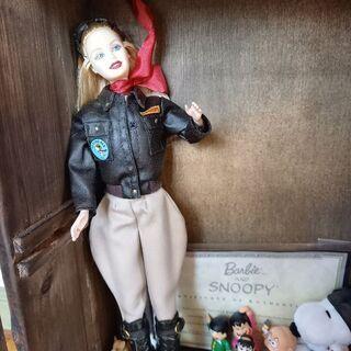 バービー人形とレトロコレクションケース