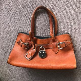 正規品 ミュウミュウ miumiuのハンドバッグ 可愛い