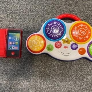 おもちゃ(ベビードラム、携帯電話)