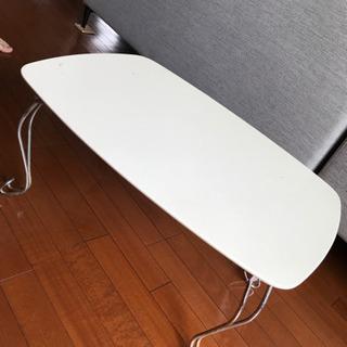 白い折り畳みテーブル(傷汚れあり)