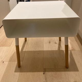 サイドテーブル − 東京都