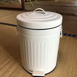 ほぼ未使用!ニトリペール缶ペダルダストボックスゴミ箱