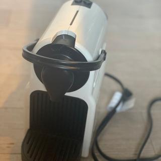 ネスプレッソ コーヒーメーカー C40 ホワイト