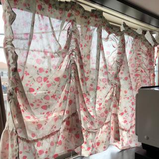 出窓のカフェカーテン