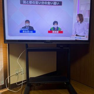 60型壁掛けテレビ