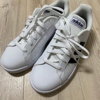 adidas スニーカー