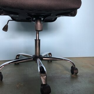メッシュチェア オフィスチェア 椅子 事務所 デスク ブラック/黒 肘あり ② - 売ります・あげます