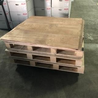 木のパレットと板