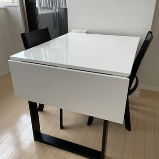 ニトリ 伸長式テーブル1点 と 回転式チェア2点