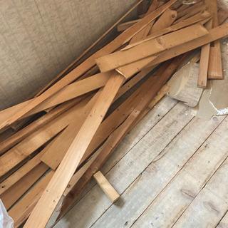 薪ストーブに廃材大量にあります