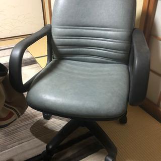 4つまとめ売りキャスターつき椅子