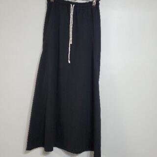 黒のAラインスカート