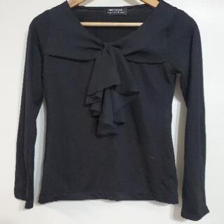 黒のシャツ