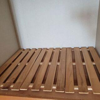 押入れの木の台