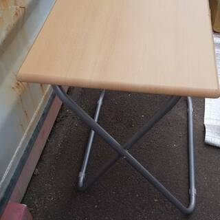 折り畳みテーブル譲ります。
