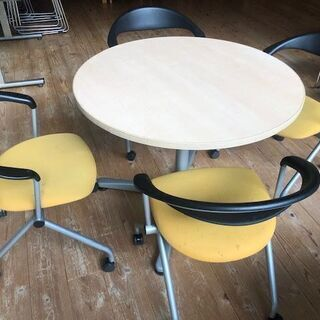 お洒落な洋円卓?および椅子4つのセット(やや難)