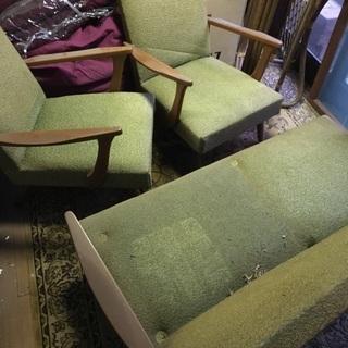 古い椅子セットです。緑