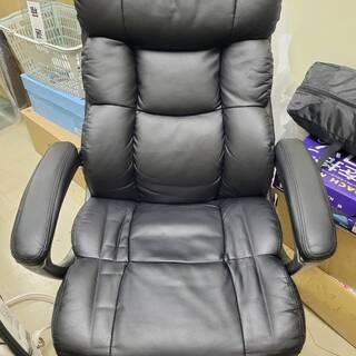 オフィス用 ゆったり椅子 黒 クッション多め