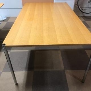 usmハラー、ミーティングテーブル