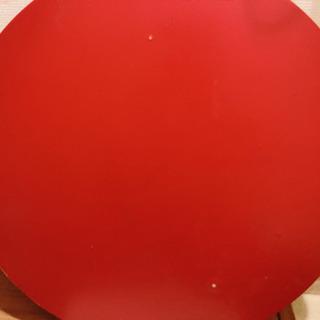 赤い丸テーブル