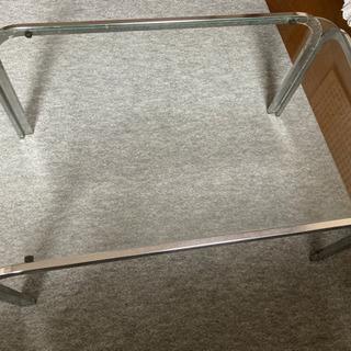 ガラスのテーブルの画像