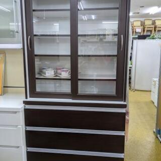 ★収納たっぷりな食器棚