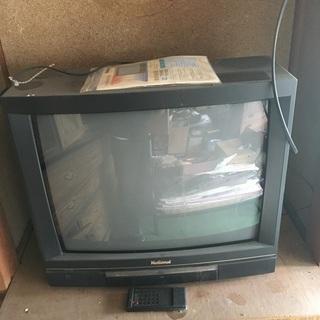 大きい昔のテレビです。