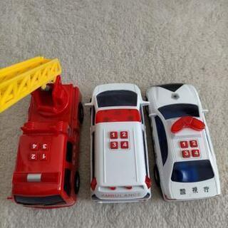消防車 救急車 パトカー