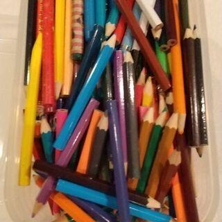 色鉛筆やクレヨンなど