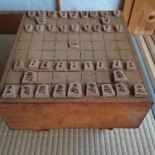 [配達無料][即日配達も可能?]脚付き将棋盤と駒のセット …