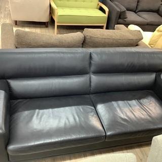 シックなデザインのブラックレザーのソファー入荷しました。【トレフ...