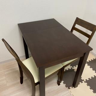 一人暮らしか2人暮らし用ダイニングテーブルと椅子2脚