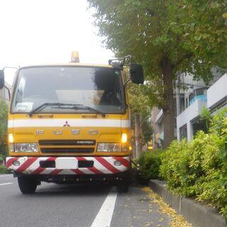 松戸市内の道路清掃助手