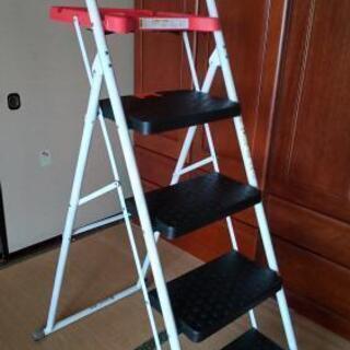 脚立 折り畳み式4段最上部トレー付き 未使用品