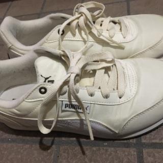 プーマの靴とサンダルセット500円です。