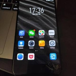 YotaPhone 3 両面スマホ 5.5型フルHDディスプレイ...