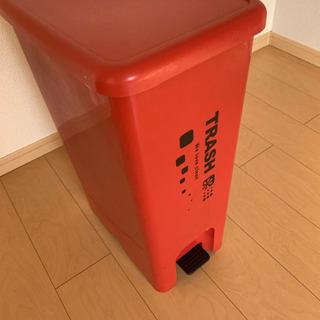 赤いゴミ箱