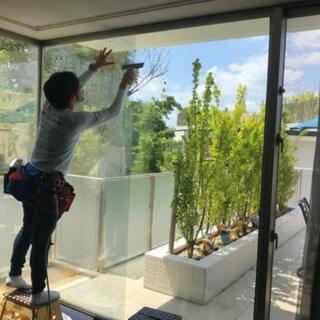 窓フィルムの取り付けを行います!