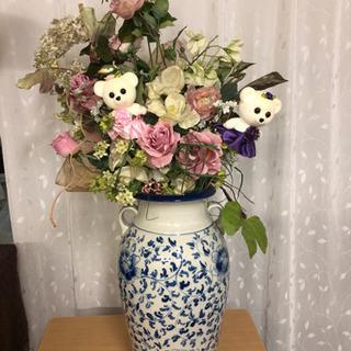 大きな花瓶とアートフラワー