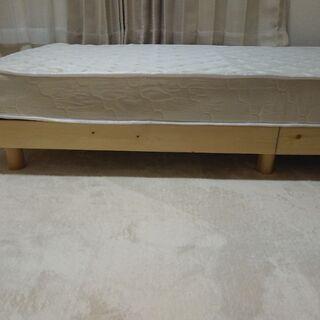木製シングルベッド/マットレス付き