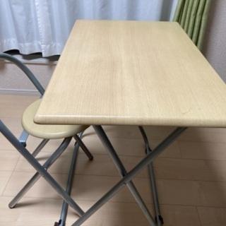 折り畳みテーブルと椅子のセット