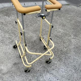 折り畳み歩行補助器