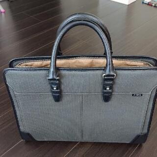 美品。LAGASHAビジネスバッグ 2000円 シックなデザインです。